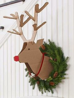 christmas diy project -- scrap cardboard instructions on how to make a reindeer head to mount on the wall for your decor. Get your wreath ready for next year Scandinavian Christmas Decorations, Diy Christmas Decorations Easy, Nordic Christmas, Christmas Art, Christmas Projects, Holiday Crafts, Christmas Wreaths, Christmas Ornaments, Christmas Ideas