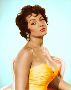 Celebrated Spanish actress, singer, and performer Sara Montiel. Vintage Hollywood, Hollywood Glamour, Hollywood Stars, Classic Hollywood, Vintage Black Glamour, Vintage Beauty, Divas, Photo Glamour, Spanish Actress