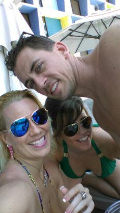 Having fun at The Linq pool in Las Vegas!🌴👊🌸