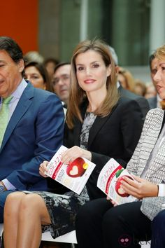 Queens & Princesses - Queens & Princesses - Queen Letizia attended the launch of a guide to prevention against cardio vascular targeting women that took place in Madrid.