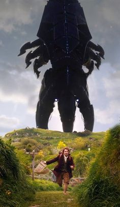 Code Blue - We could really use some help here in The Shire. Reaper (Mass Effect) vs. Bilbo Baggins (The Hobbit) Mass Effect Funny, Mass Effect 1, Mass Effect Reapers, Commander Shepard, O Hobbit, My Fantasy World, Bilbo Baggins, Know Your Meme, My Favorite Image