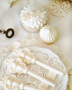 Vintage keys cupcakes