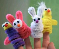 pipe cleaner finger puppets--cute craft project for kids! Crafts To Do, Crafts For Kids, Arts And Crafts, Children Crafts, Pipe Cleaner Animals, Pipe Cleaner Crafts, Pipe Cleaners, Puppet Crafts, Chenille