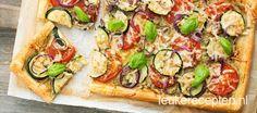 Heerlijk en makkelijk recept voor plaattaart van bladerdeeg met tomaat, courgette en pesto