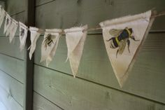 Bumble bee bunting flags