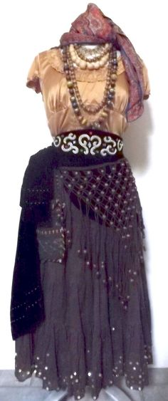 65 Awesome Fortune Teller Costume Ideas For Halloween 010