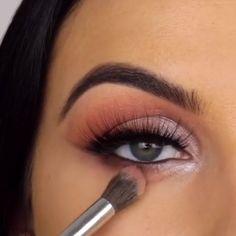 New Eye Makeup Videos from Serena Cleary Eyeliner, , Eye Makeup Tips, Smokey Eye Makeup, Makeup Goals, Makeup Trends, Skin Makeup, Makeup Inspo, Eyeshadow Makeup, Makeup Inspiration, Beauty Makeup