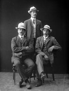 1911 Group portrait of three men (by L. Szacinski)(Oslo museum)