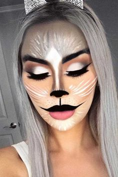 Are you looking for inspiration for your Halloween make-up? Check out the post right here for creepy Halloween makeup looks. Beautiful Halloween Makeup, Creepy Halloween Makeup, Halloween Makeup Looks, Pretty Halloween, Gorgeous Makeup, Halloween Costumes, Maquillaje Halloween 2019, Cat Face Makeup, Simple Cat Makeup