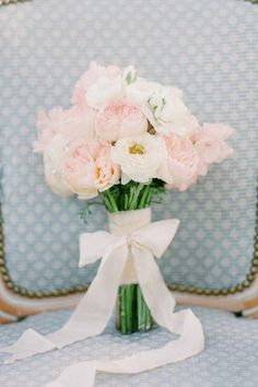 Blush and peach garden rose and sweet pea bouquet by Joy Proctor Design. Kurt Boomer Photography