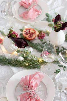 Festliche Tischdekoration für Weihnachten oder eine Winter-Hochzeit aus der Natur in Altrosa Blush Pink Christmas Decorations, Diy Weihnachten, Table Decorations, Winter, Shop, Home Decor, Etsy, Ideas, Pink Christmas