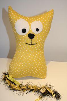 de la boutique AteliersTaffetas sur Etsy Grand Chat, Deco, Tweety, Throw Pillows, Couture, Boutique, Etsy, Fictional Characters, Yellow