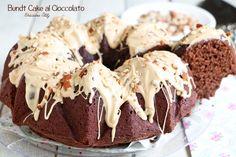 Oggi prepariamo questa golosissima Bundt Cake al Cioccolato vegana perchè preparata senza uova, senza latte e senza burro.