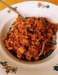 Kajnok-Spaghetti mit Hackfleisch-Bolognese-Soße. Die low carb Bolognese mit Konjak-Nudeln ist zum Abnehmen im Rahmen einer Diät ideal.