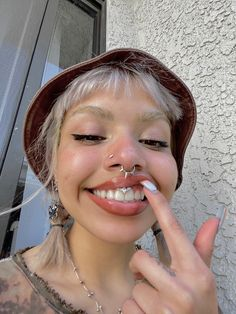 Pretty Hurts, Pretty Face, Unique Makeup, Natural Makeup, Philtrum Piercing, Septum Ring, Cute Piercings, Hair Reference, Pretty People