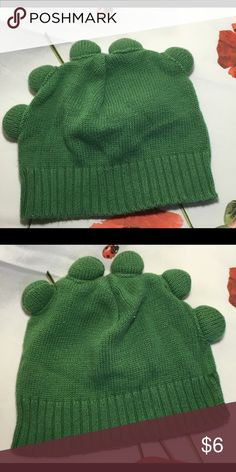 Adorable boys green hat Looks like dragon 🐉 humps on the head of this adorable little hat. Stretchy knit perfect for keeping little ears warm. Accessories Hats