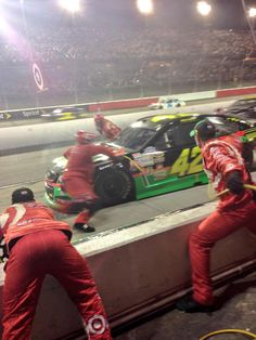 .@KyleLarsonRacin is fast tonight and so is his pit crew! #AskMRN
