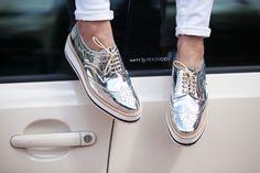 Zara silver oxfords in a size I& an and they fit me with just a little extra wiggle room. If you are a size 9 they will fit you perfectly. These are sold out. Silver Oxfords, Silver Shoes, Custom Cowboy Boots, Zapatillas Casual, Metallic Shoes, Shiny Shoes, Zara New, Zara Shoes, Mode Outfits