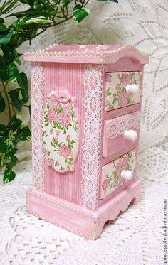 Shabby pink jewelry box