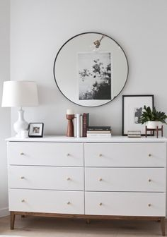 dresser decor A white, bright, modern dresser with brass knobs and a walnut base Room Ideas Bedroom, Home Decor Bedroom, Modern Bedroom, Contemporary Bedroom, Home Design, Decor Interior Design, Design Design, Design Ideas, Bedroom Dressers