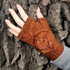 Oak Grove mitts feature a beautiful embossed oak leaf that seems to be sitting on top of the knitted fabric. Pattern includes instructions for both fingerless gloves and fingerless mitts. This is a pr
