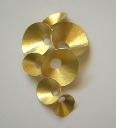 Kayo Saito Brooch: Seedpod Gold 18ct
