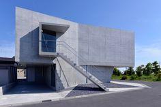 la maison des fondre-ateliers dans le tsutsumino se compose de volumes concrets - Noda, Chiba Prefecture, Japan