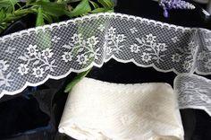 "2¼"" Ivory Floral Scalloped Lace Trim | Lace Trim"