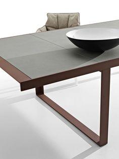 Table: CANASTA – Collection: B&B Italia Outdoor – Design: Patricia Urquiola
