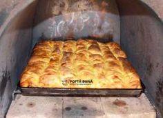 Placinta cu branza dulce si stafide, reteta clasica Romanian Food, Romanian Recipes, Strudel, Hot Dog Buns, Cookie Recipes, Macaroni And Cheese, Oven, Deserts, Bread