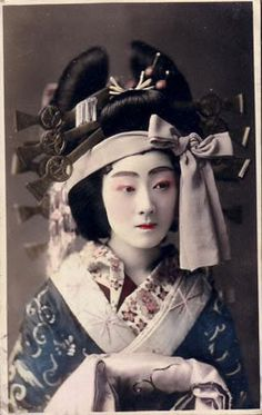 Tayuu-Tayu is the top courtesan in kyoto( Shimabara ) ,Oiran are the same as tayu but they are from Edo Tokyo (Yoshiwara ) ...