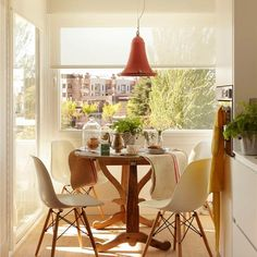 Interior of the day… Decor, My Ideal Home, Green Kitchen Walls, Cozy Living Spaces, Home N Decor, Interior, Home Decor, Apartment Decor, Dining Table
