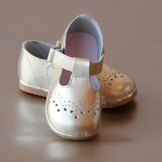 This Angel baby girls t-strap leather mary jane will prove to be a classic staple in your little darling's shoe collection! Details: - Durable leather - Velcro ankle t-strap - Rubber sole - Stitched d Cute Baby Shoes, Baby Girl Shoes, Kid Shoes, Baby Girls, Angel Baby Shoes, Girls Dress Shoes, Shoe Deals, Princess Outfits, Baby Size