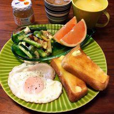 今日のブランチ(^-^)/    昨日は寝てしまい、夕飯食べるの忘れた〜  今日もお休みモードの簡単ご飯(^^;; - 61件のもぐもぐ - オクラ&キウイ&きゅうりの生ハム入りグリーンサラダ、ハムエッグ、バタートースト、グレープフルーツ、コーンスープ 2015.5.3 by kirahime