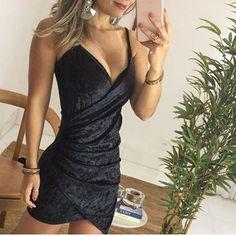 Sexta-feira sempre pede um vestido maravilhoso para arrasar na balada. O modelo em veludo molhado é perfeito para você se sentir diva e estilosa!❤️Onde encontrar: Baiuka Modas (Rua Rio de Janeiro, 882 - Loja 6 - Centro) #bh #estilo #feirashop #lindadefeirashop #look #lookdodia #moda #modabh #modamineira #modaparameninas #style #tendencia #trend