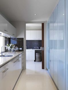 great flow thru pantry to laundry and colour scheme tiles