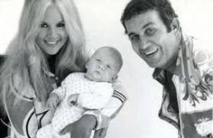 Aliki Vougiouklaki and Mihalis Papamihael with their son Gossip, Famous People, Little Girls, Sons, Singing, Greek, Cinema, Actresses, Actors