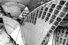 Striking photographs by David Moore document the construction of the Sydney Opera House Architecture Details, Modern Architecture, Sydney Opera, House Under Construction, Construction Process, Jorn Utzon, Vogue Australia, Sydney Australia, House Roof