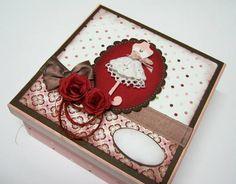 A caixa de presente com lingerie número 40, é uma ótima opção para quem deseja um presente personalizado e charmoso. Outras opções por encomenda. Pode ser vendida separadamente. R$ 60,00