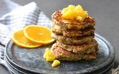Klatkager - af en rest grød Klatkager er en skøn måde at bruge grødrester på. De er perfekte til en brunch, som hverdagsdessert eller kolde i madpakken.