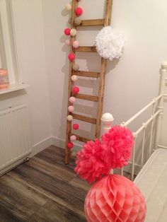 houten ladder met cotton balls #leenbakker | living scandinavian, Deco ideeën
