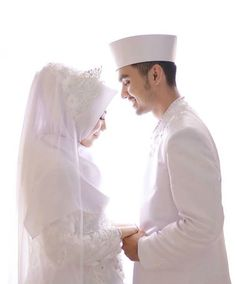 Wedding couple romantic grooms 54 ideas for 2019 Wedding Couple Poses Photography, Wedding Poses, Wedding Couples, Wedding Ceremony, Muslimah Wedding Dress, Muslim Wedding Dresses, Hijabi Wedding, Foto Wedding, Malay Wedding