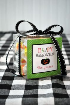 festive and family-friendly halloween dinner table, party favor stickers from @WH Hostess  #thepartydressmagazine