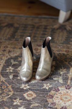 botas plateadas