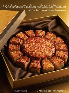 Mooncake 2013   Fullerton Hotel : Golden Custard Mini Mooncake (NEW) from 07 Aug to 19 Sept 2013 Chinese Cake, Chinese Food, Fullerton Hotel, Health Bar, Moon Cake, Custard, Holiday Recipes, Bakery, Sweets