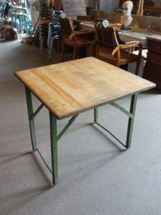 Partij houten klaptafels
