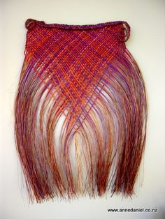(anne lives in Hokitika Day's End - x Handwoven dyed harakeke (NZ… Flax Weaving, Weaving Art, Hand Weaving, Textiles Techniques, Weaving Techniques, Maori Patterns, Cultural Crafts, Maori People, Maori Designs