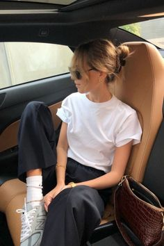 15 Chic Ways to Wear the Athleisure Trend Spring Outfits Athleisure chic trend Ways Wear Outfits Casual, Summer Outfits, Cute Outfits, Chill Outfits, Beach Outfits, Casual Weekend Outfit, Evening Outfits, Look Fashion, Fashion Outfits