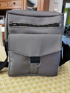 Pochette Jive en toile grise cousue par Sandrine - Patron Sacôtin Backpacks, Bags, Fashion, Sewing, Handkerchief Dress, Canvas, Handbags, Moda, La Mode