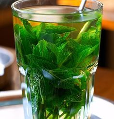 Thé glacé à la menthe The iced tea with mint, the hot drink to have always in his fridge!